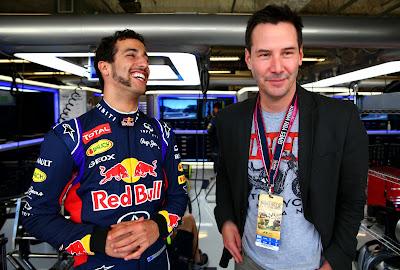 Киану Ривз с Даниэлем Риккардо в боксах Red Bull на Гран-при США 2014