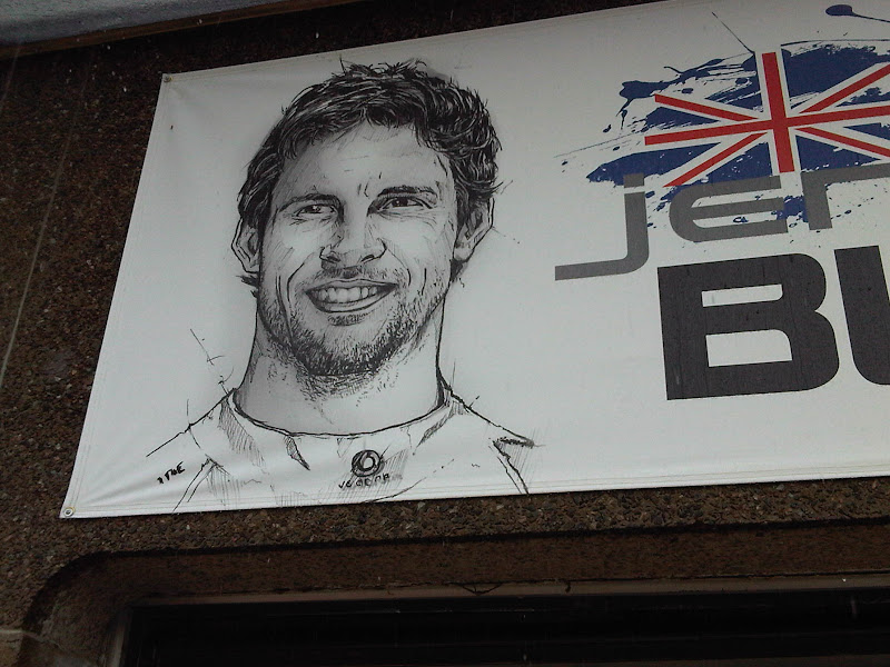 табличка над боксами  на Гран-при Канады 2011