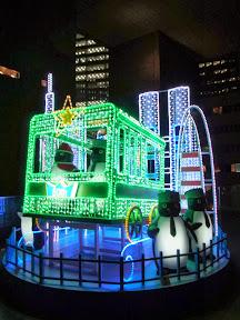 JR東日本本社ビル前のクリスマスイルミネーション2013