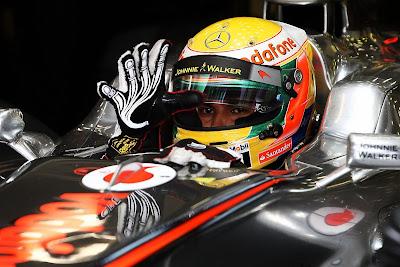 перчатка Льюиса Хэмилтона на Гран-при Бельгии 2011