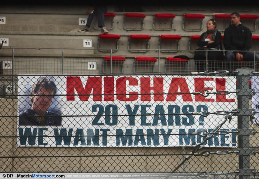 плакат болельщиков Михаэлю Шумахеру на Гран-при Бельгии 2011