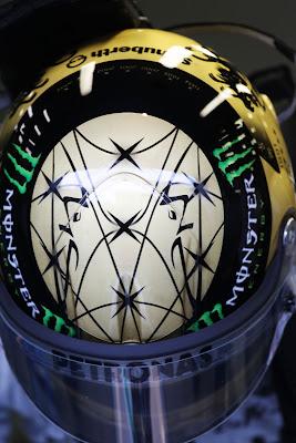 золотой шлем Михаэля Шумахера на Гран-при Бельгии 2011 вид сверху