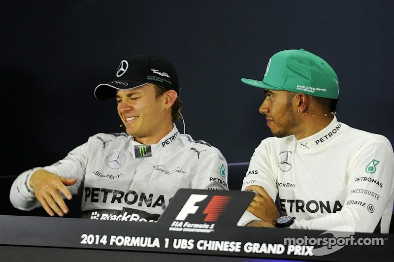 Нико Росберг и Льюис Хэмилтон на послегоночной пресс-конференции Гран-при Китая 2014