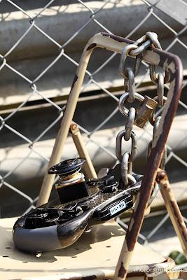 руль Нико Хюлькенберга в цепи в субботу на Гран-при Италии 2012