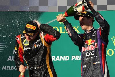 Кими Райкконен и Себастьян Феттель с шампанским на подиуме Альберт-Парка на Гран-при Австралии 2013