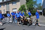 Gruppe 'Paffrath' mit Bollerwagen