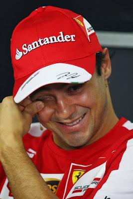 улыбающийся Фелипе Масса на пресс-конференции в четверг на Гран-при Бразилии 2013