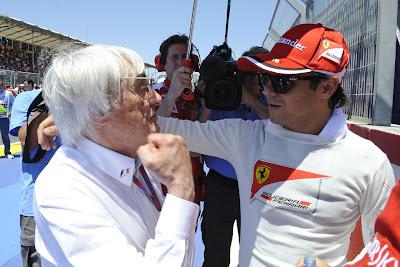 Берни Экклстоун с кулаком на Фелипе Массу на Гран-при Европы 2012