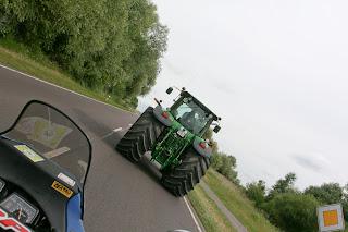 Jedan od rijetkih traktora na cesti