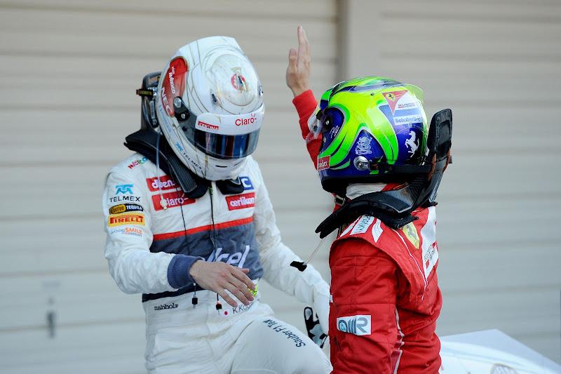 Фелипе Масса поздравляет Камуи Кобаяши с первым подиумом в карьере на Гран-при Японии 2012