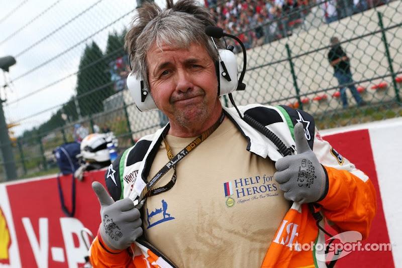Нил Дики в футболке Help for Heroes на стартовой решетке Спа на Гран-при Бельгии 2013