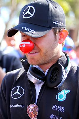 Нико Росберг с красным носом на Гран-при Австралии 2015
