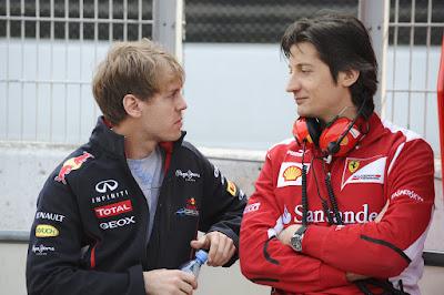 Себастьян Феттель и Массимо Ривола на предсезонных тестах 2012 в Барселоне 3 марта 2012