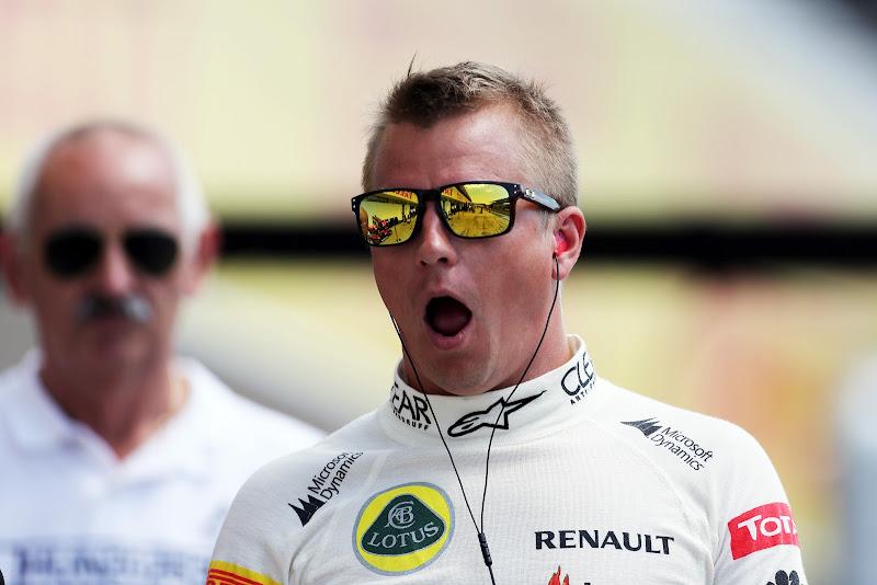 зевающий Кими Райкконен на Гран-при Венгрии 2013