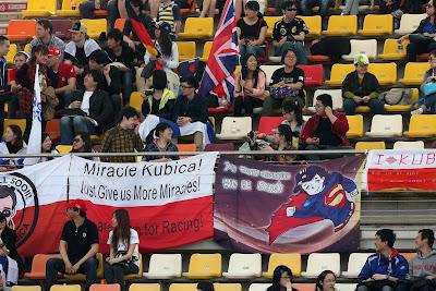 болельщики Роберта Кубицы на трибунах Гран-при Китая 2013