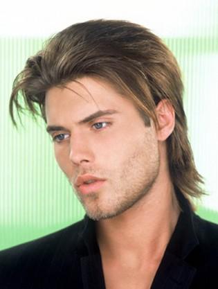 Peinados de cabello medio largo hombre
