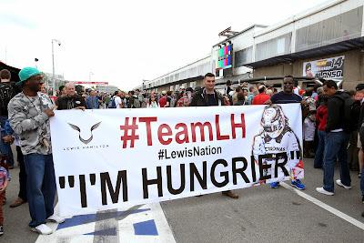 баннер болельщиков Льюиса Хэмилтона на Гран-при Канады 2014