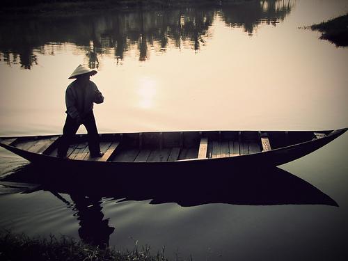 Thơ hay về những người lái đò, chèo thuyền qua sông