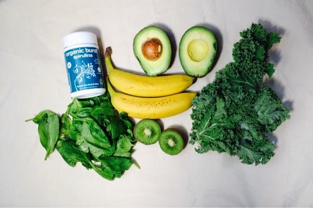 green smootjie spinach kale avocado banana spirulina
