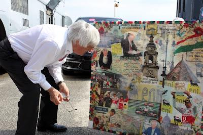 Берни Экклстоун и картина на Хунгароринге на Гран-при Венгрии 2012