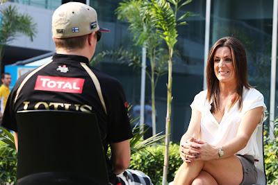 Кими Райкконен дает интервью Натали Пинкхэм на Гран-при Индии 2012