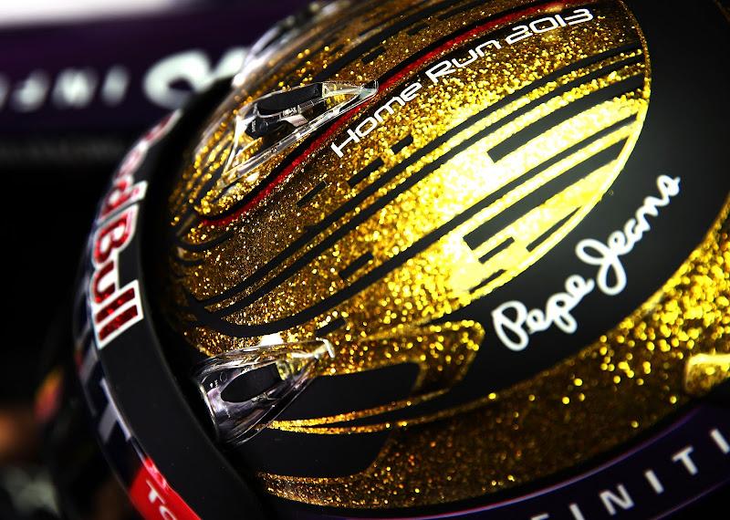 Себастьян Феттель в золотом шлеме специально для домашней гонки на Гран-при Германии 2013 на Нюрбургринге