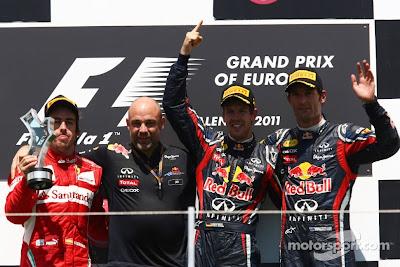 Себастьян Феттель, Фернандо Алонсо  и Марк Уэббер на подиуме Гран-при Европы 2011