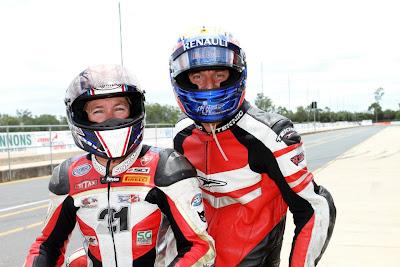 Трой Бэйлисс и Марк Уэббер на покатушках на Queensland Raceway 29 декабря 2011