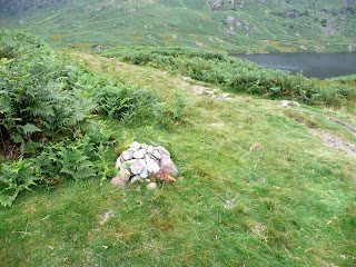 Pile of stones indicating start of path to Blea Rigg