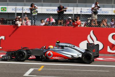 фотошоп Фернандо Алонсо снимает Льюиса Хэмилтона на Гран-при Италии 2012