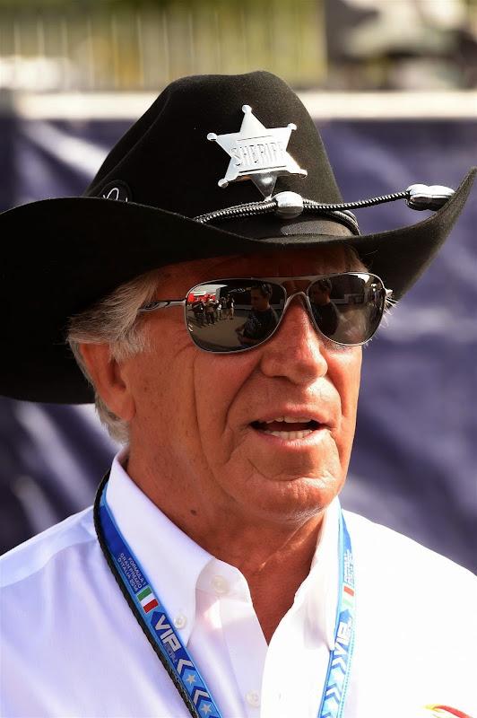 Марио Андретти в шляпе шерифа на Гран-при Италии 2014