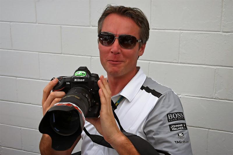 Сэм Майкл с камерой Nikon D4S на Гран-при Бразилии 2014