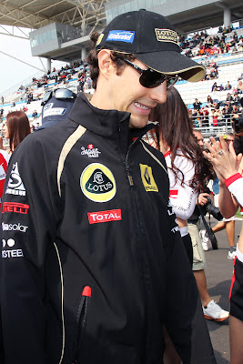 улыбка Бруно Сенны на параде пилотов Гран-при Кореи 2011