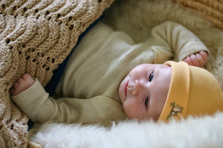 Phát triển cảm xúc và kỹ năng giao tiếp cho trẻ từ 1 – 3 tháng tuổi