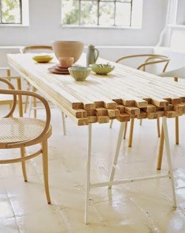 Mesa com reaproveitamento de peças de madeira