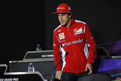 напряженный Фернандо Алонсо на пресс-конференции Гран-при Китая 2012 в четверг