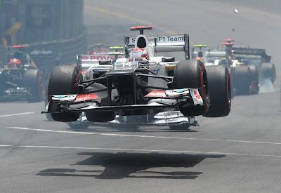 Камуи Кобаяши и Sauber в полете на первом круге Гран-при Монако 2012