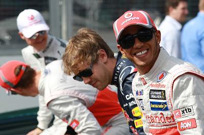 Себастьян Феттель и Льюис Хэмилтон на фотоссессии Гран-при Австралии 2012
