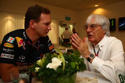 Кристиан Хорнер и Берни Экклстоун дают интервью во время гоночного уикэнда Гран-при Сингапура 2011