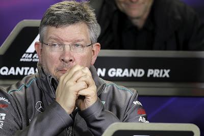 скучающий Росс Браун на пресс-конференции на Гран-при Австралии 2012