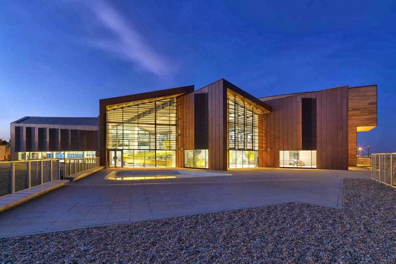 Worthing, West Sussex, Regno Unito: Splashpoint Leisure Centre by Wilkinson Eyre