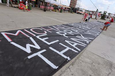 здоровенный баннер в поддержку Михаэля Шумахера от болельщиков Хунгароринга на Гран-при Венгрии 2014