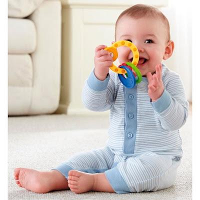 Phát triển cảm xúc và kỹ năng giao tiếp của trẻ từ 8 – 12 tháng tuổi