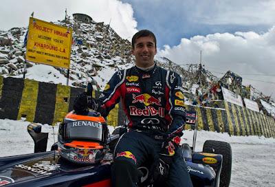 Нил Яни на болиде Red Bull Racing на высоте в Кашмире