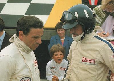 маленький Деймон Хилл кричит на своего отца Грэма Хилла и Джима Кларка в Сильверстоуне на Гран-при Великобритании 1967