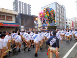 A team does one last sprint with their float, after the Yamakasa race is over