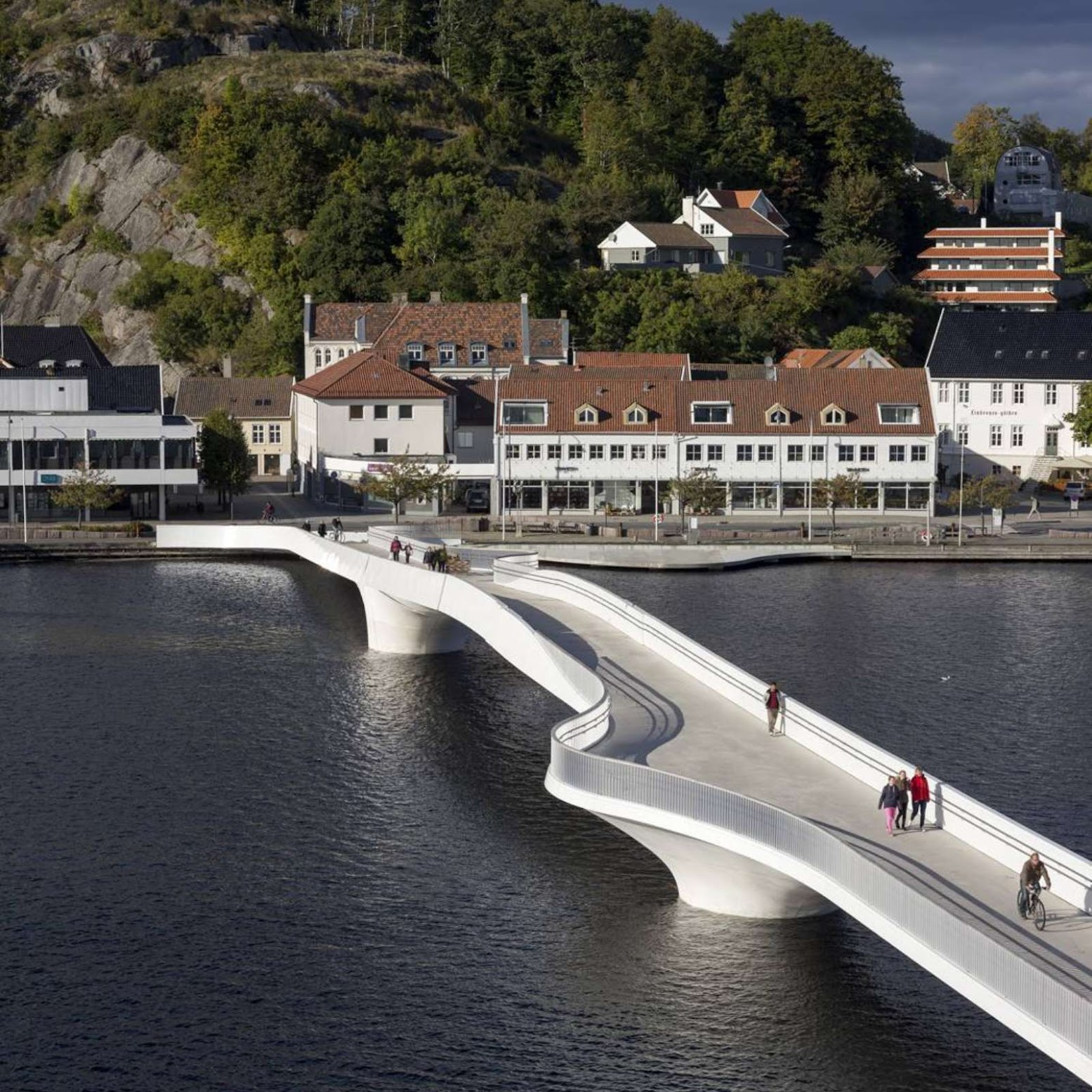 "Mandal, Norvegia: [INAUGURATED THE BRIDGE'S ""BUEN"" CULTURAL CENTRE BY 3XN]"
