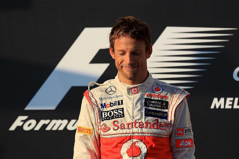 довольный Дженсон Баттон на подиуме Гран-при Австралии 2012