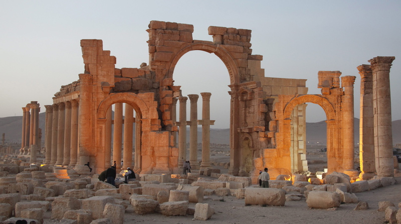 Islamic State plant explosives at ancient Palmyra