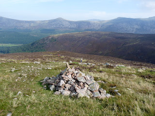 A cairn on the ascent to Caw Fell